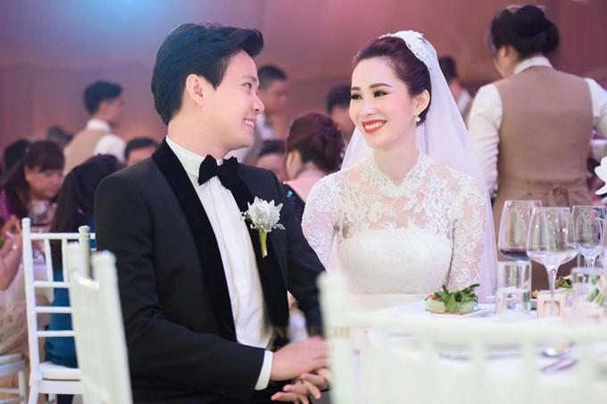 Những đám cưới được thắt chặt an ninh nhất Vbiz: bảo vệ phong tỏa mọi nơi, huy động cả ô đen để che chắn - Ảnh 8.