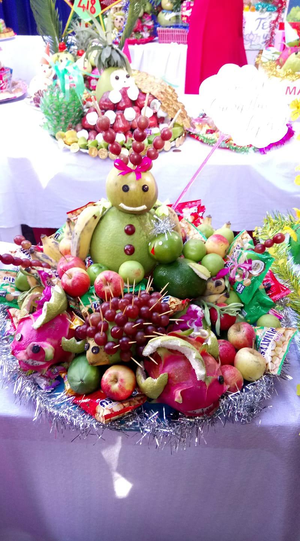 Mâm cỗ Trung thu đáng yêu xen lẫn đáng sợ với những con vật được cắt tỉa từ hoa quả khiến cộng đồng mạng bật cười - Ảnh 4.