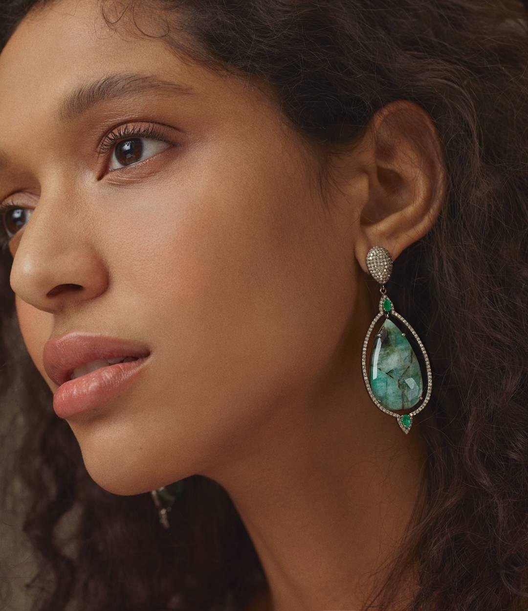Nhờ những sản phẩm này mà ngay cả khi makeup liên tục, các người mẫu vẫn có làn da đẹp đáng ghen tị - Ảnh 4.