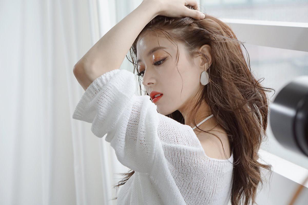 Sao nhí Nàng Dae Jang Geum một thời tung ảnh hậu trường đẹp mê hồn, đáng chú ý là chiếc mũi sắc lẹm của cô - Ảnh 4.