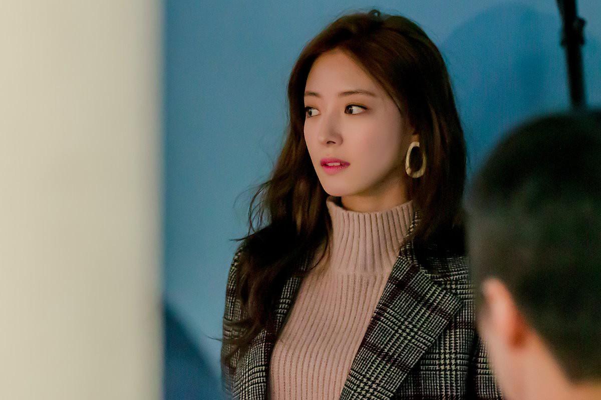 Sao nhí Nàng Dae Jang Geum một thời tung ảnh hậu trường đẹp mê hồn, đáng chú ý là chiếc mũi sắc lẹm của cô - Ảnh 5.