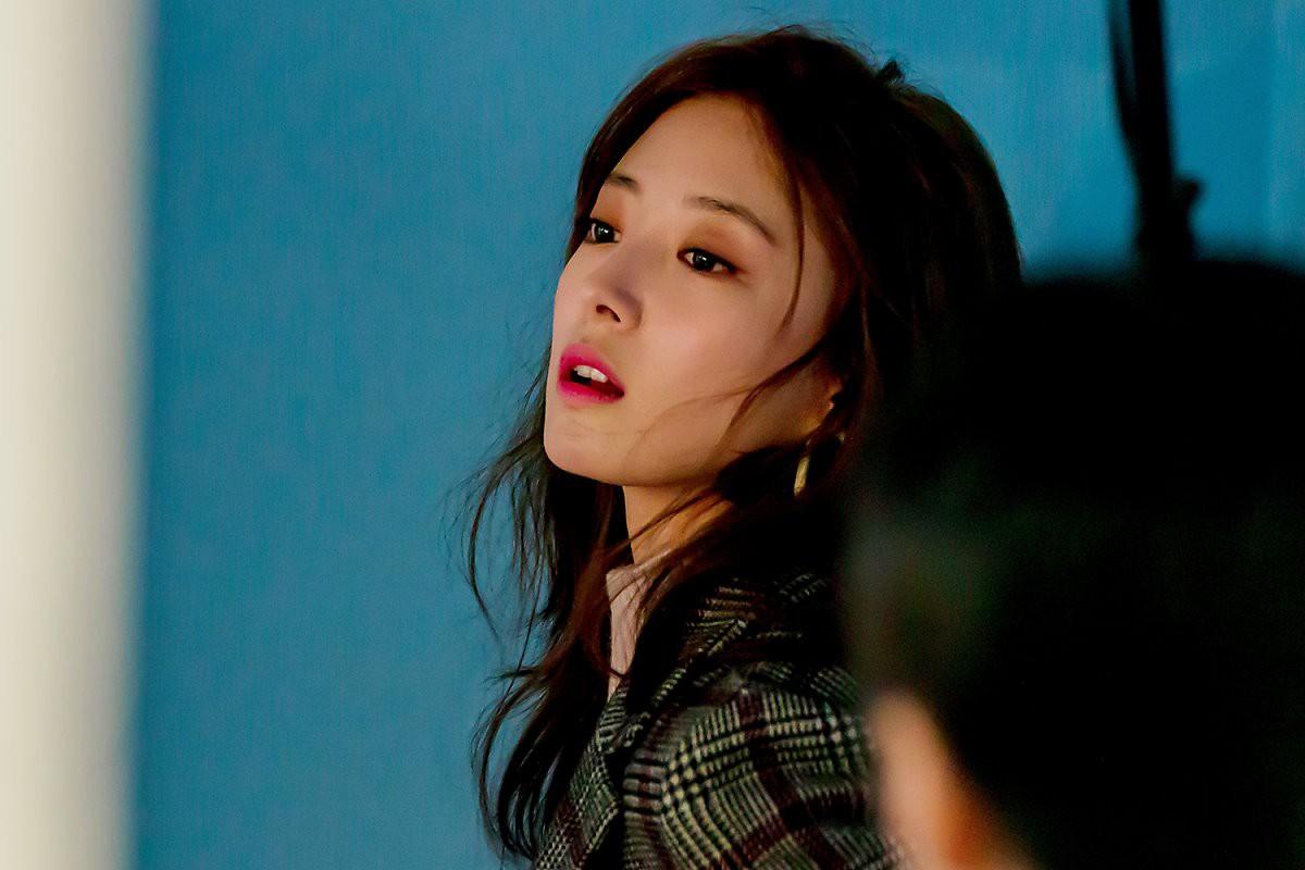 Sao nhí Nàng Dae Jang Geum một thời tung ảnh hậu trường đẹp mê hồn, đáng chú ý là chiếc mũi sắc lẹm của cô - Ảnh 8.