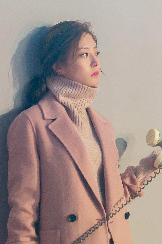 Sao nhí Nàng Dae Jang Geum một thời tung ảnh hậu trường đẹp mê hồn, đáng chú ý là chiếc mũi sắc lẹm của cô - Ảnh 12.