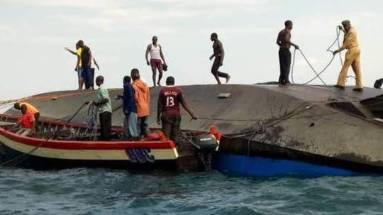 Lật phà ở hồ lớn nhất châu Phi, số người chết có thể lên đến hơn 200 - Ảnh 1.