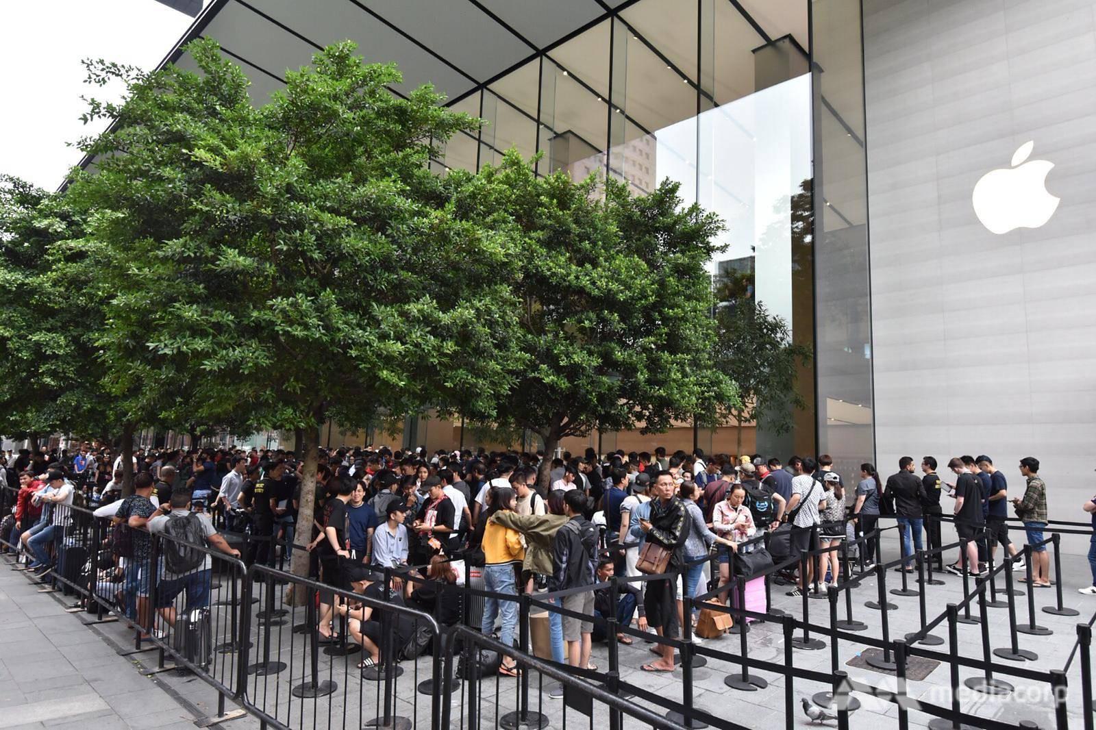 Fanboy Apple từ Việt Nam xếp hàng 24 tiếng để mua iPhone XS lên báo nước ngoài: Mình không thấy mệt tí gì cả! - Ảnh 4.