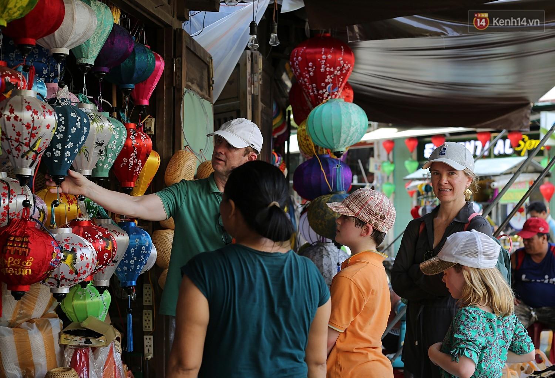 Nghề làm đèn lồng truyền thống ở phố cổ Hội An tất bật những ngày cận Trung thu - Ảnh 7.