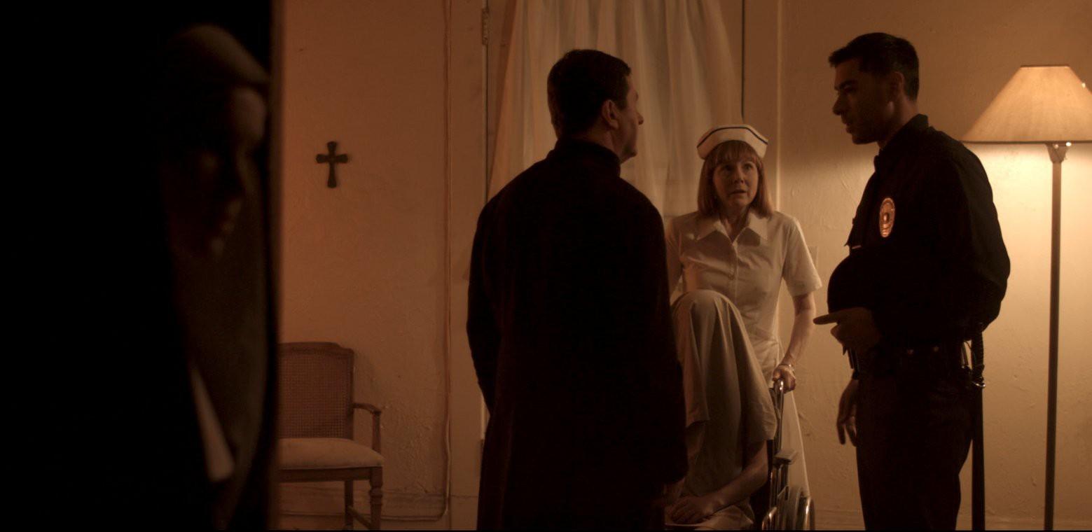 """""""Hide in the Light"""": Câu chuyện bi hài về con ác quỷ đáng thương nhất thế gian - Ảnh 2."""