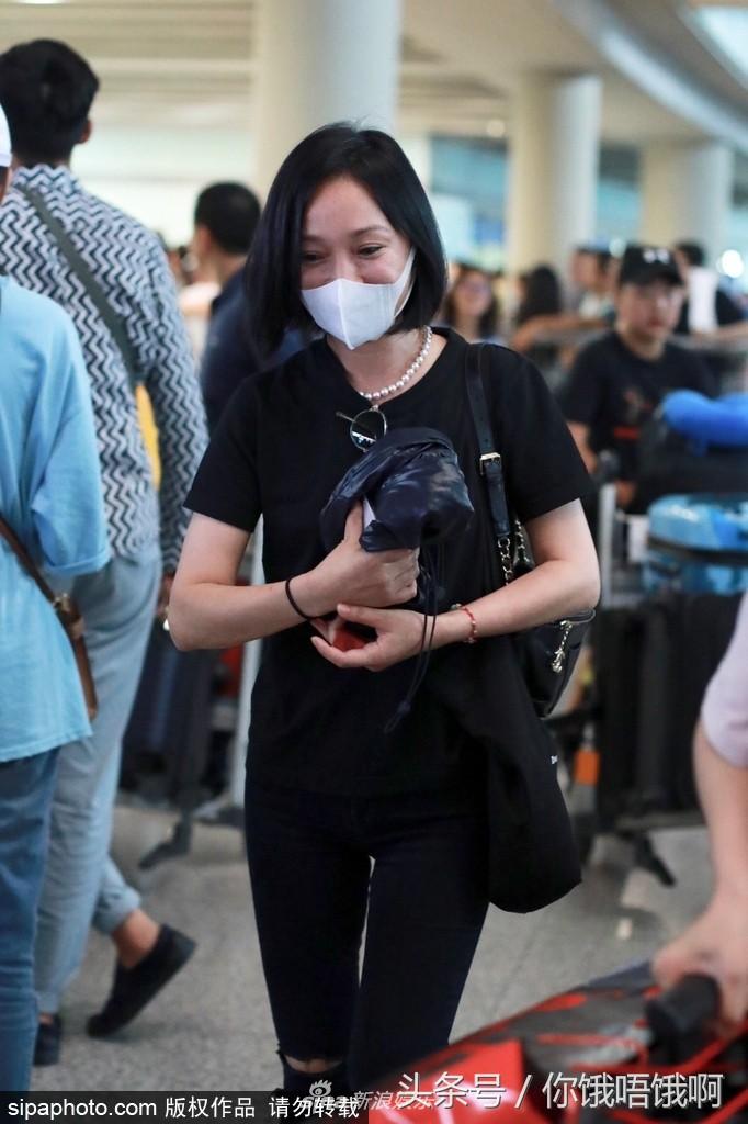 Giàu có và là đại hoa đán nhưng cứ ra sân bay, Châu Tấn sẽ chẳng màng hình tượng mà diện đồ xuề xòa thế này - Ảnh 12.