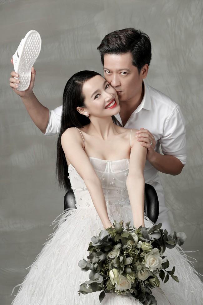 Muôn kiểu chụp ảnh cưới của sao Việt: Người đeo dép tổ ong, người hoá trang thành ông bà lão 80 tuổi - Ảnh 2.