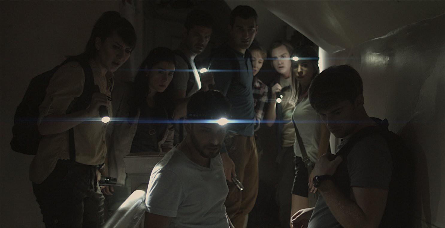 """""""Hide in the Light"""": Câu chuyện bi hài về con ác quỷ đáng thương nhất thế gian - Ảnh 3."""