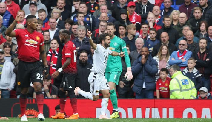 Linh vật khai nòng, Old Trafford đón Sir Alex trở lại bằng trận hòa đầy thất vọng - Ảnh 4.