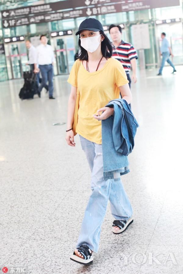Giàu có và là đại hoa đán nhưng cứ ra sân bay, Châu Tấn sẽ chẳng màng hình tượng mà diện đồ xuề xòa thế này - Ảnh 7.