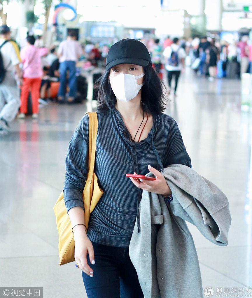 Giàu có và là đại hoa đán nhưng cứ ra sân bay, Châu Tấn sẽ chẳng màng hình tượng mà diện đồ xuề xòa thế này - Ảnh 9.