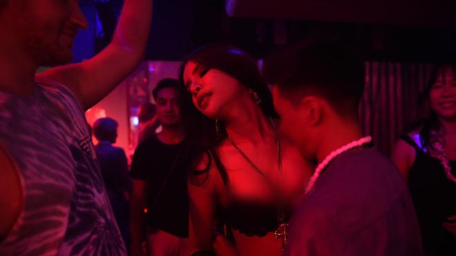 Thái Lan là thiên đường của LGBT? Vẫn có những sự thật đáng buồn phía sau mà chúng ta không hề hay biết - Ảnh 1.