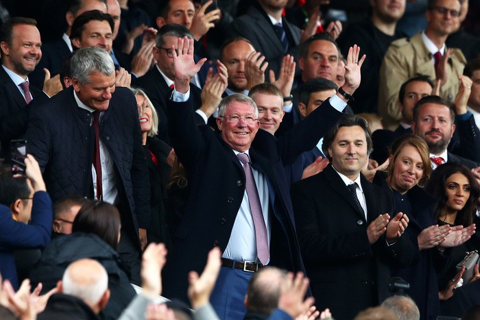 Sir Alex khỏe mạnh, rạng rỡ trong ngày MU bị cầm hòa đáng tiếc tại Old Trafford - Ảnh 1.