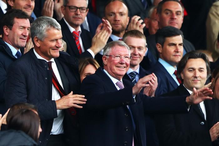 Sir Alex khỏe mạnh, rạng rỡ trong ngày MU bị cầm hòa đáng tiếc tại Old Trafford - Ảnh 3.