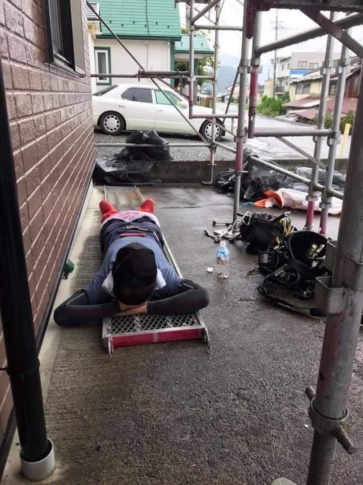 Chùm ảnh: Cư dân mạng Việt tại Nhật chia sẻ những giấc ngủ vội vàng giữa ca làm việc - Ảnh 4.