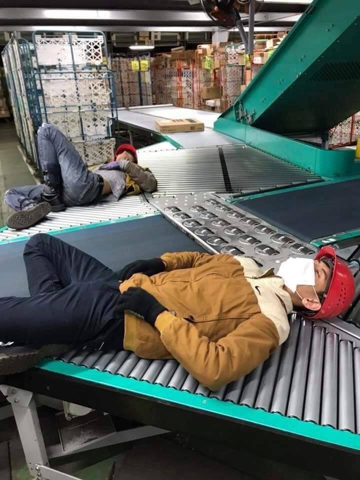 Chùm ảnh: Cư dân mạng Việt tại Nhật chia sẻ những giấc ngủ vội vàng giữa ca làm việc - Ảnh 6.
