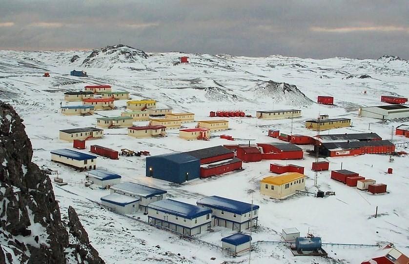 Ngôi làng nên thơ kỳ lạ giữa Nam Cực buộc bạn phải cắt bỏ một phần nội tạng nếu muốn định cư - Ảnh 4.