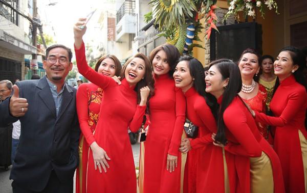 Những dàn phù dâu, phù rể toàn trai xinh gái đẹp khiến đám cưới của sao Việt hot hơn bao giờ hết - Ảnh 8.