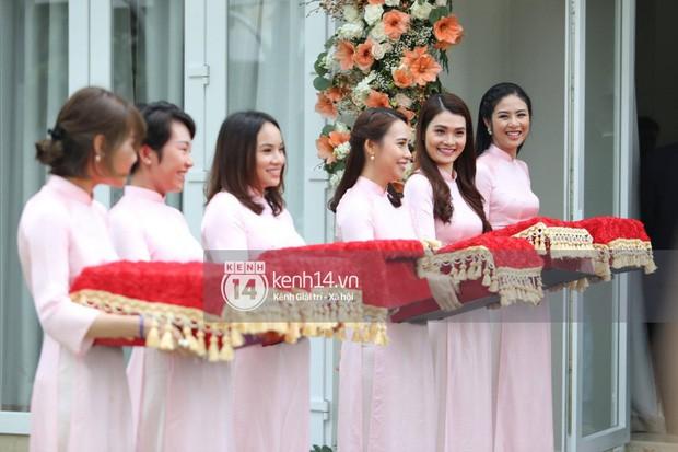 Những dàn phù dâu, phù rể toàn trai xinh gái đẹp khiến đám cưới của sao Việt hot hơn bao giờ hết - Ảnh 9.