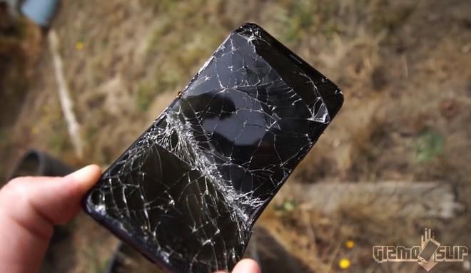 Thử chém iPhone XS Max và Galaxy Note 9 bằng kiếm Nhật: Còn đâu thân hình kiều diễm nữa! - Ảnh 3.