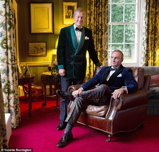 Đám cưới đồng tính đầu tiên trong lịch sử Hoàng gia Anh được cử hành trong sự chúc phúc của cả đại gia đình - Ảnh 3.