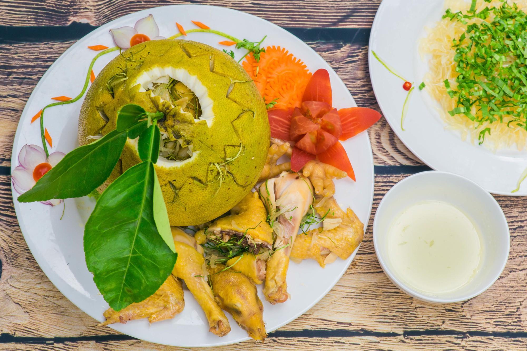 Thật nể người Đồng Nai, có thể bắt cả con gà chui tọt vào quả bưởi để làm thành đặc sản lừng danh - Ảnh 5.