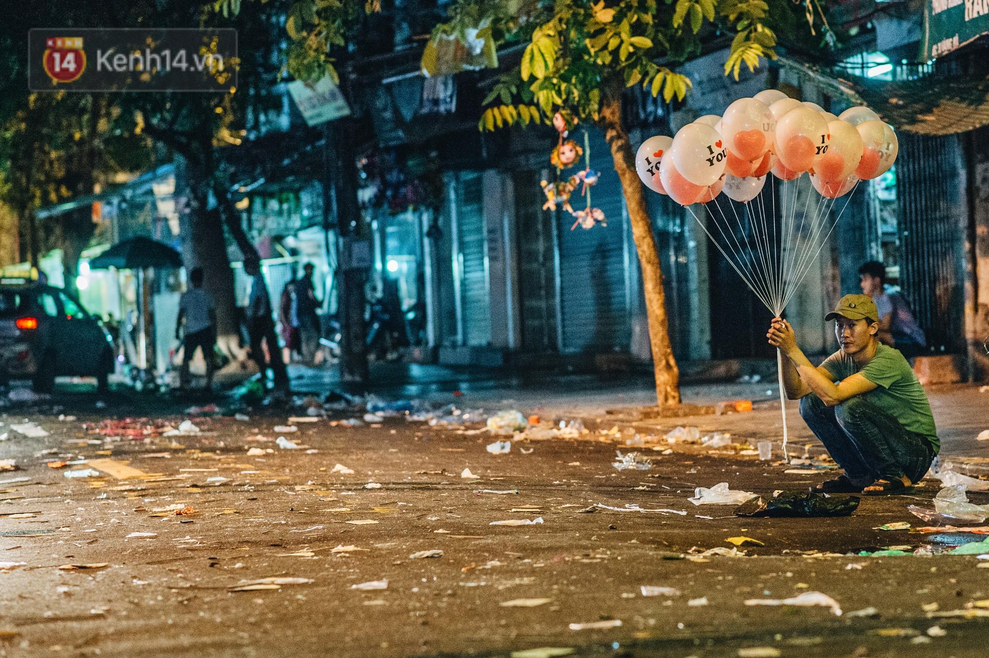 Sau Trung Thu, chợ truyền thống ở Hà nội ngập trong rác thải - Ảnh 7.