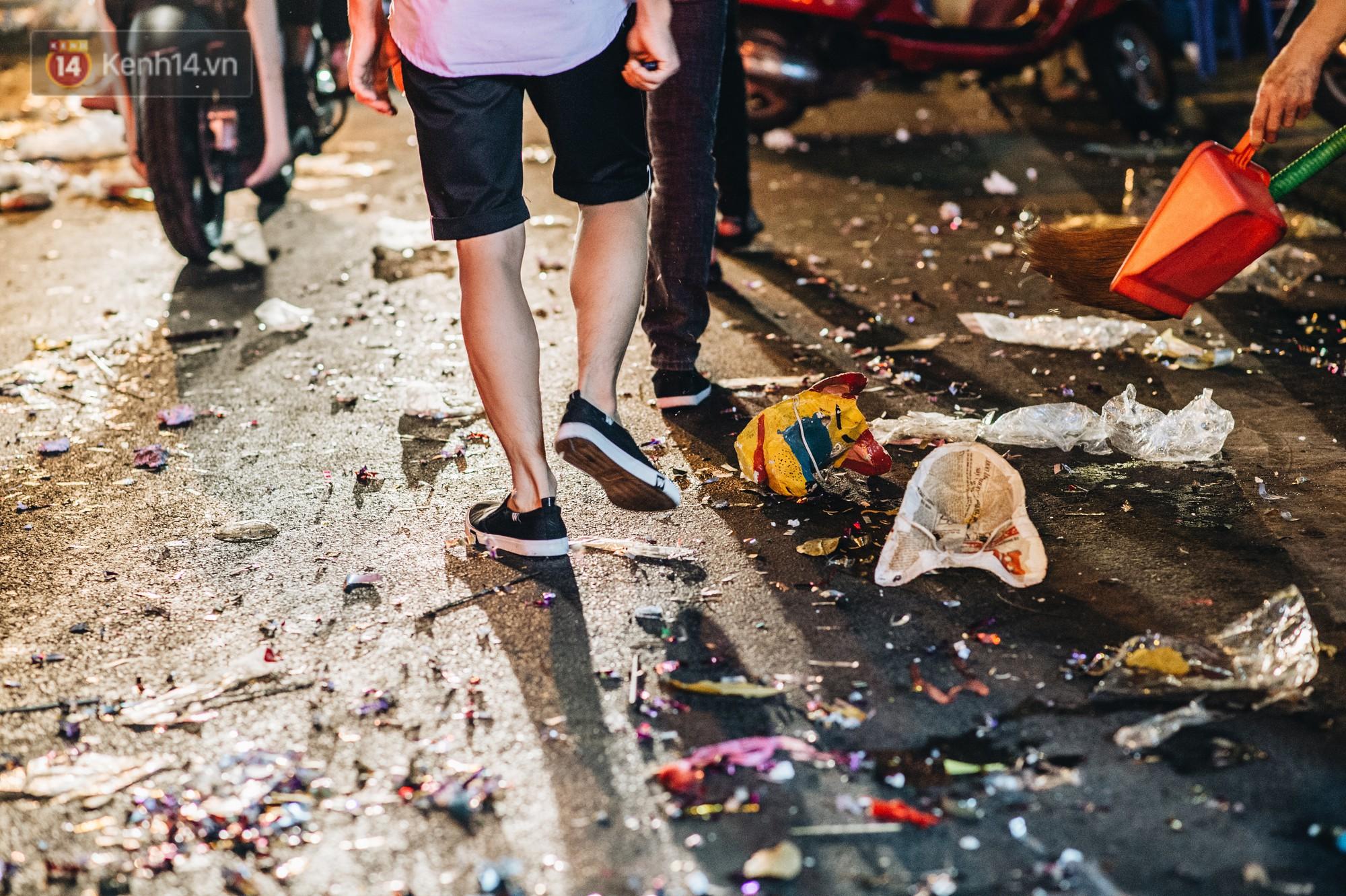 Sau Trung Thu, chợ truyền thống ở Hà nội ngập trong rác thải - Ảnh 8.