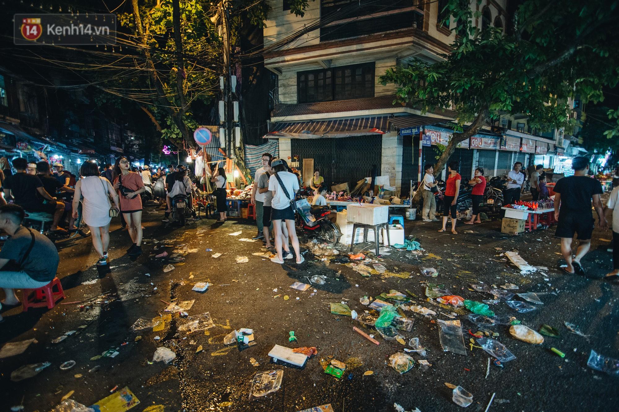 Sau Trung Thu, chợ truyền thống ở Hà nội ngập trong rác thải- Ảnh 2.