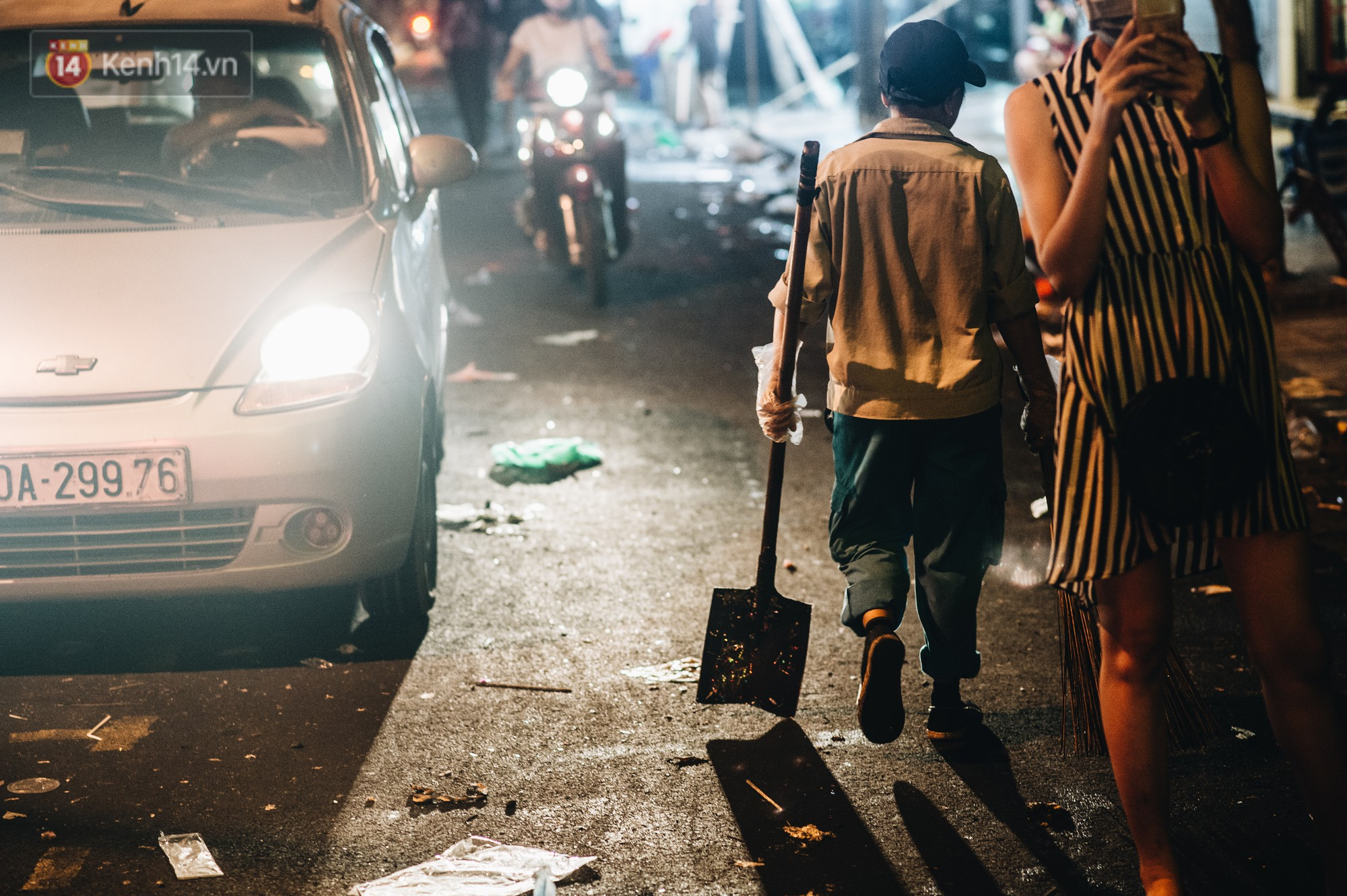 Sau Trung Thu, chợ truyền thống ở Hà nội ngập trong rác thải - Ảnh 12.