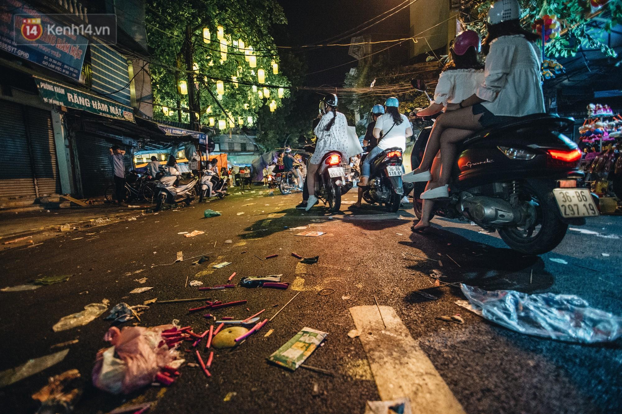 Sau Trung Thu, chợ truyền thống ở Hà nội ngập trong rác thải - Ảnh 9.