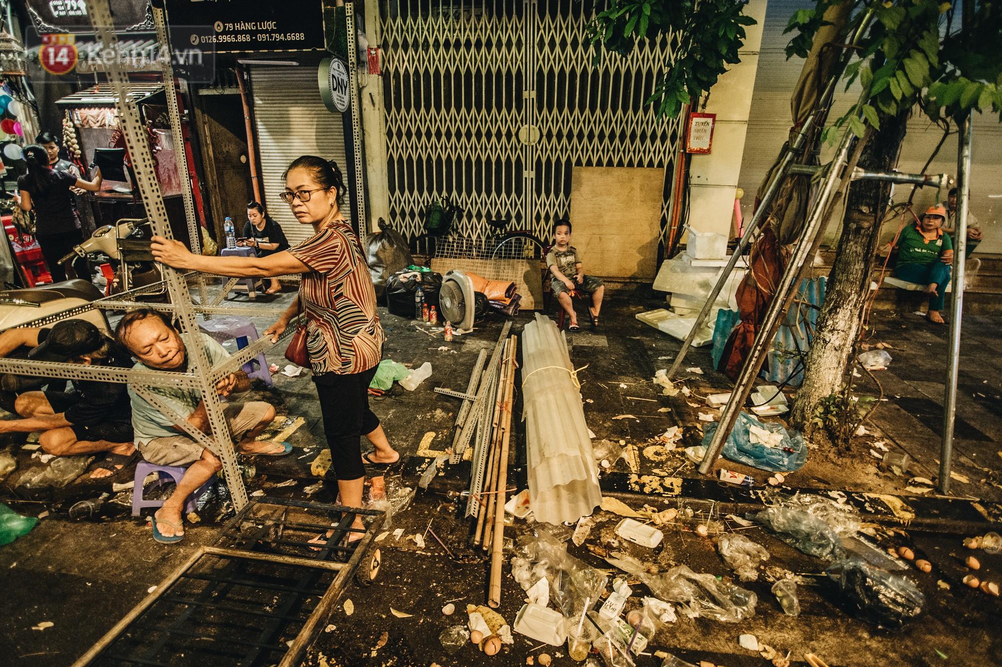 Sau Trung Thu, chợ truyền thống ở Hà nội ngập trong rác thải - Ảnh 10.