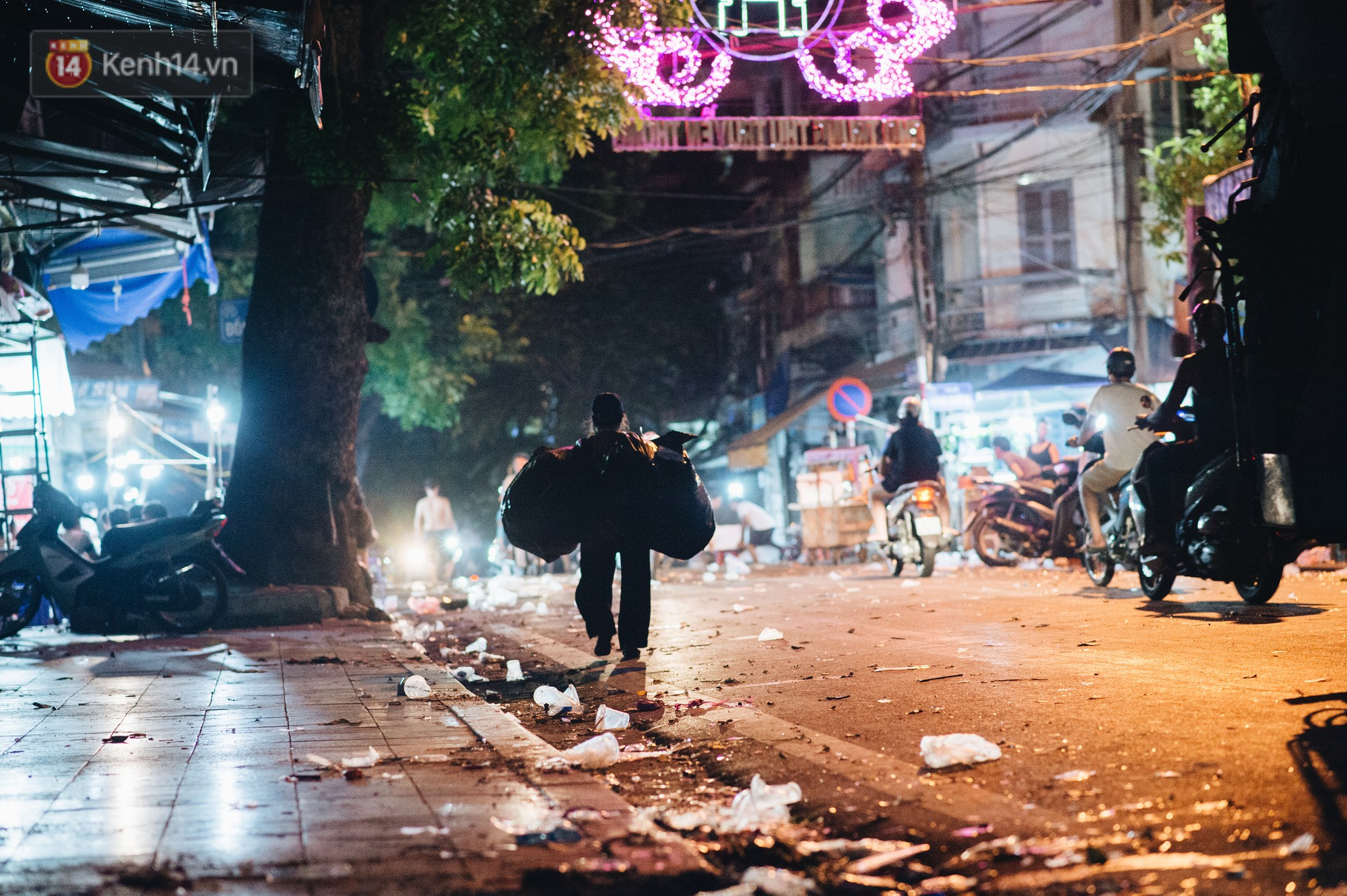 Sau Trung Thu, chợ truyền thống ở Hà nội ngập trong rác thải - Ảnh 15.