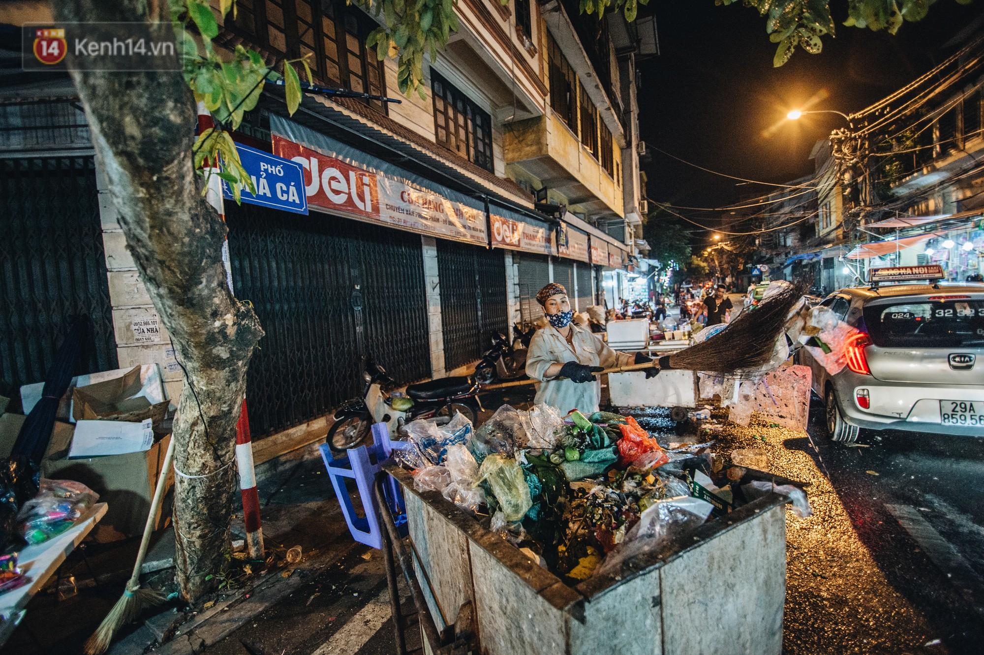 Sau Trung Thu, chợ truyền thống ở Hà nội ngập trong rác thải- Ảnh 13.
