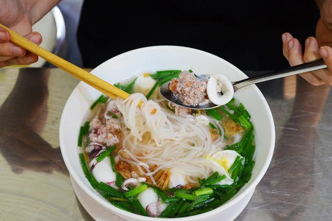 Để ý mới thấy, mực cũng là hương vị tỏa sáng trong nhiều món ngon ở Sài Gòn - Ảnh 7.