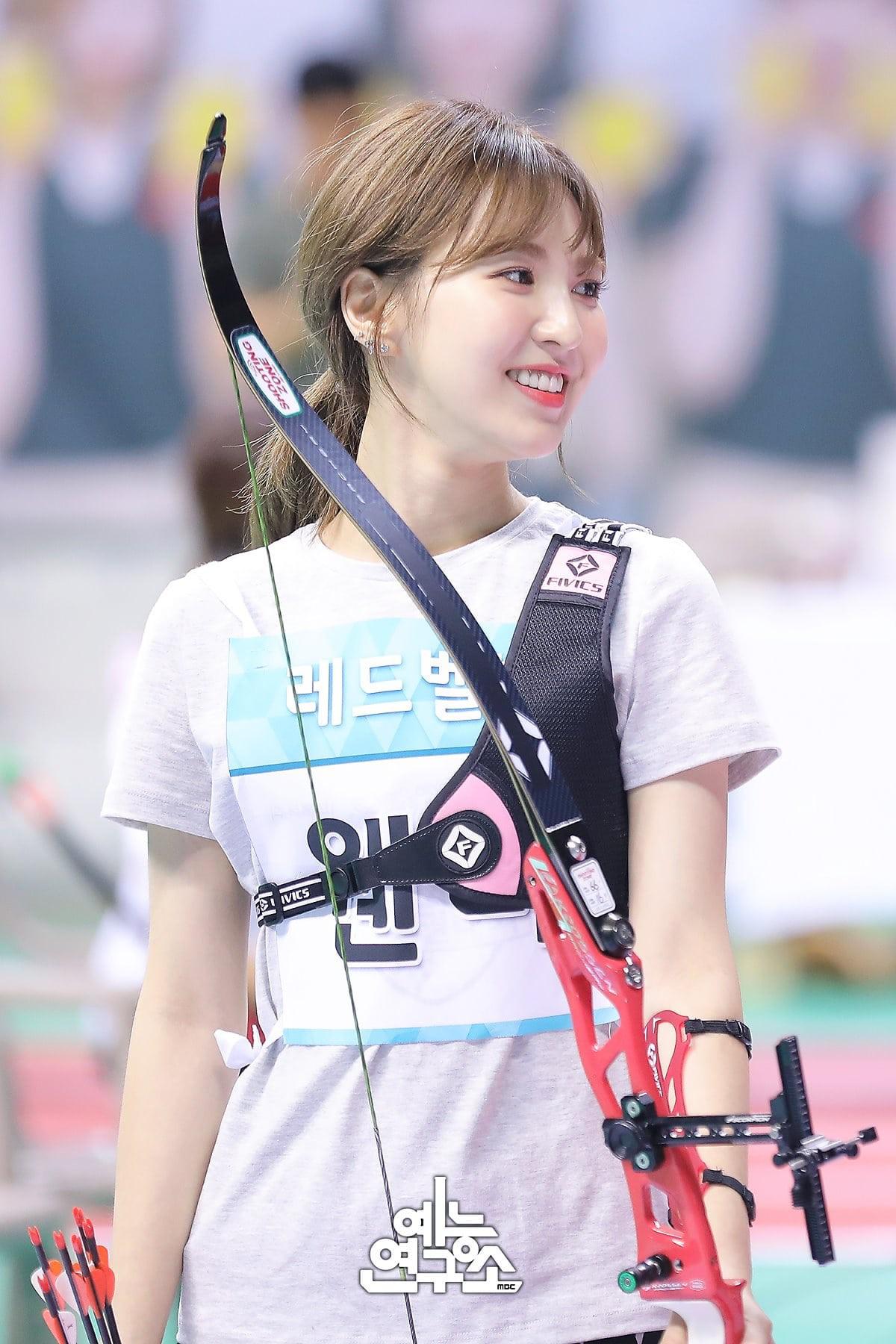 Dàn Idol đình đám Kpop đẹp khó cưỡng tại đại hội thể thao tết Trung thu - Ảnh 3.