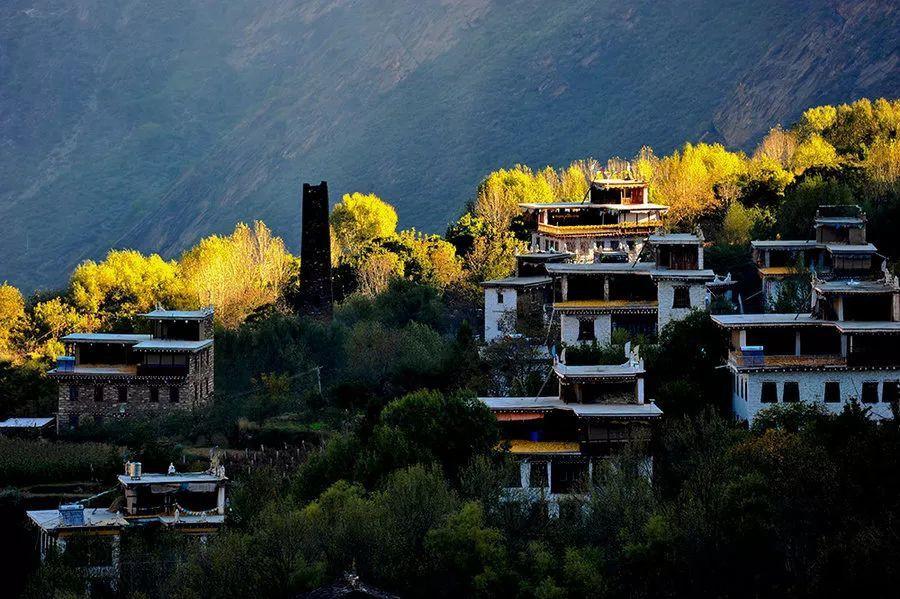 Những ngôi làng cảnh sắc đẹp mê hồn nhất định phải ghé thăm vào mùa thu ở Trung Quốc - Ảnh 13.