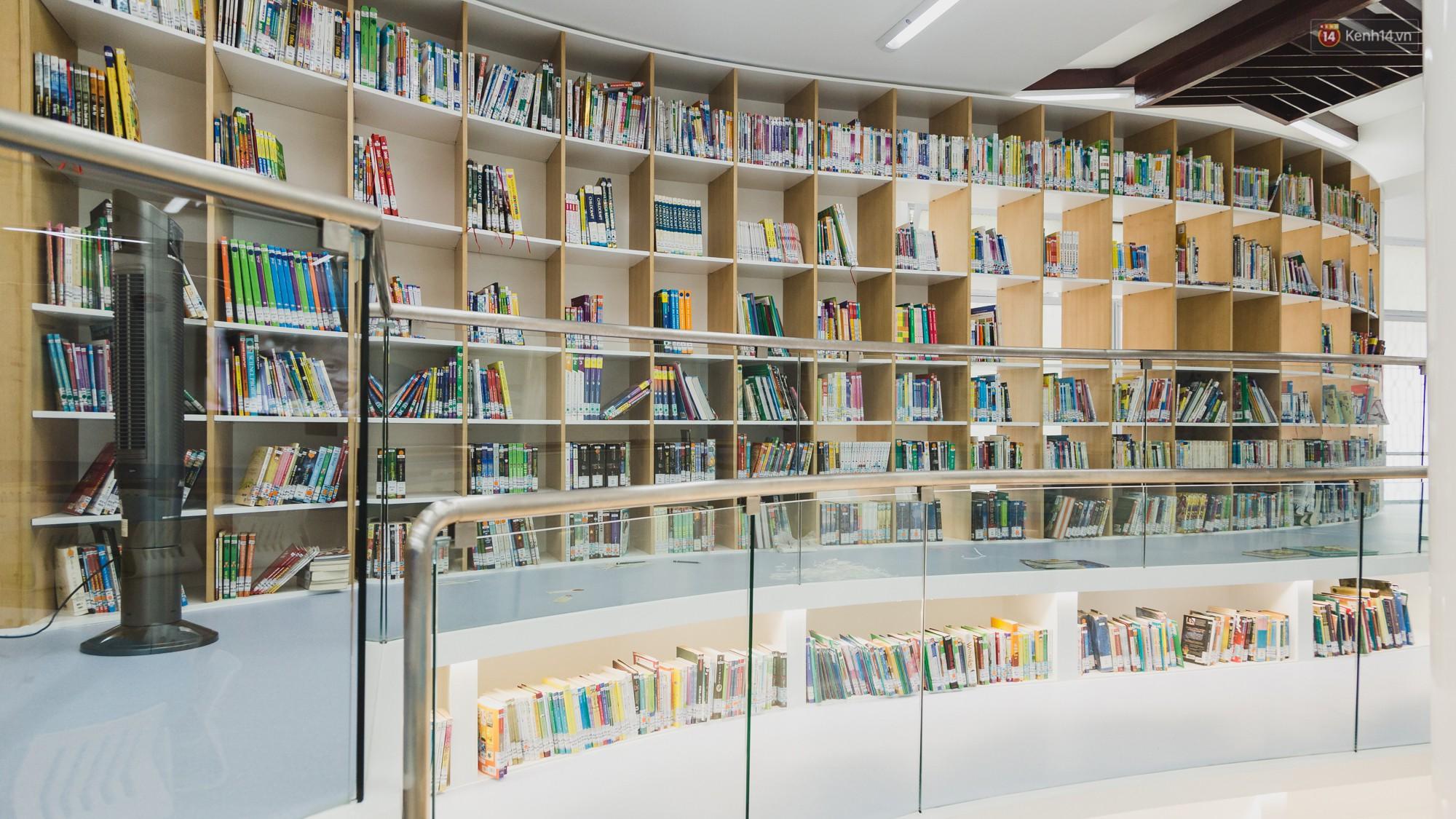 Thư viện thông minh đầu tiên dành cho thiếu nhi ở TP.HCM: Đẹp như sân chơi, có cả ngàn đầu sách và lên hình siêu ảo - Ảnh 2.