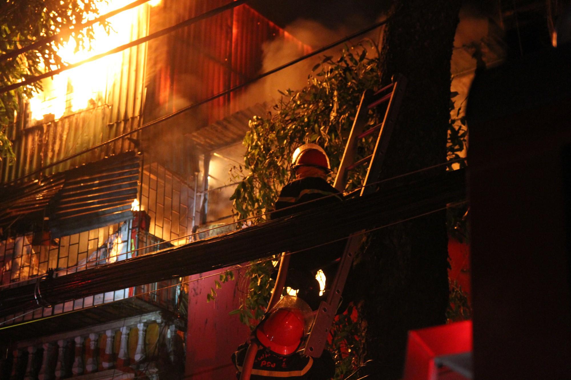 Khởi tố hình sự vụ cháy dãy trọ nhà ông Hiệp khùng gần viện Nhi Trung ương - Ảnh 1.