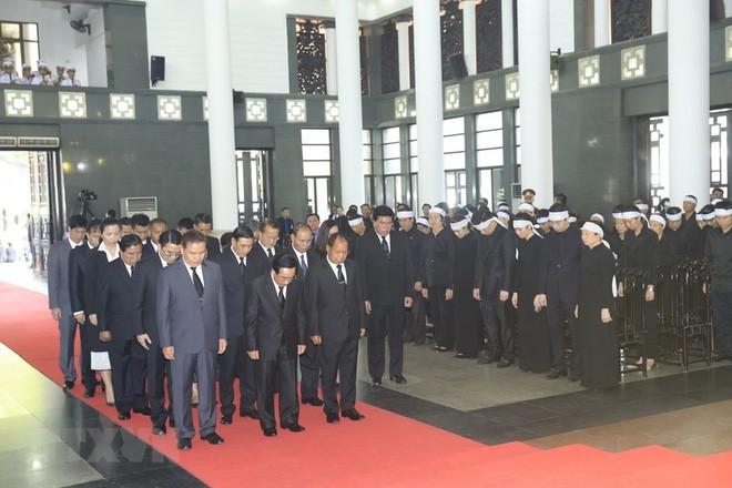 Quốc tang Chủ tịch nước Trần Đại Quang: Thủ tướng Hàn Quốc ghi sổ tang - Ảnh 2.