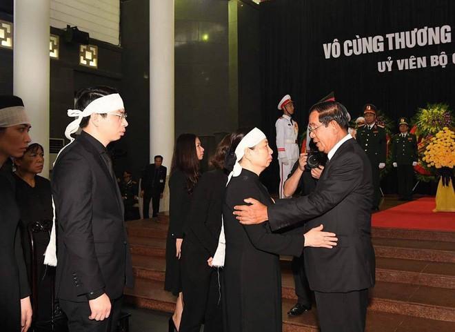 Quốc tang Chủ tịch nước Trần Đại Quang: Thủ tướng Hàn Quốc ghi sổ tang - Ảnh 3.
