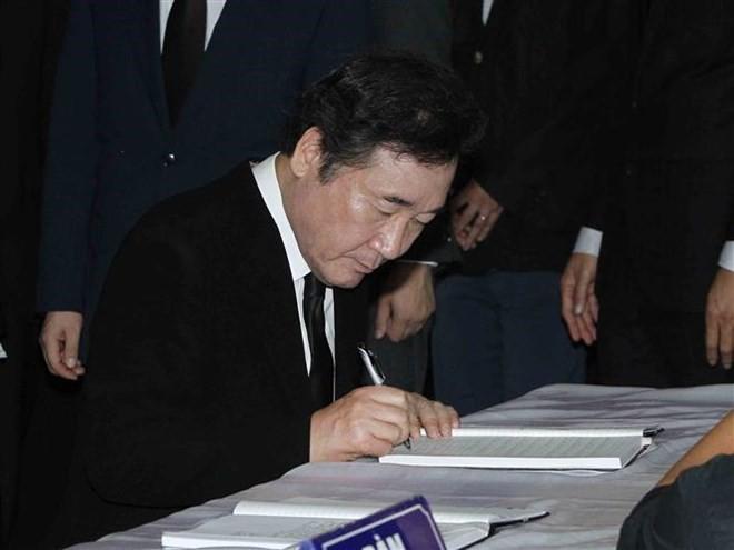 Quốc tang Chủ tịch nước Trần Đại Quang: Thủ tướng Hàn Quốc ghi sổ tang - Ảnh 5.