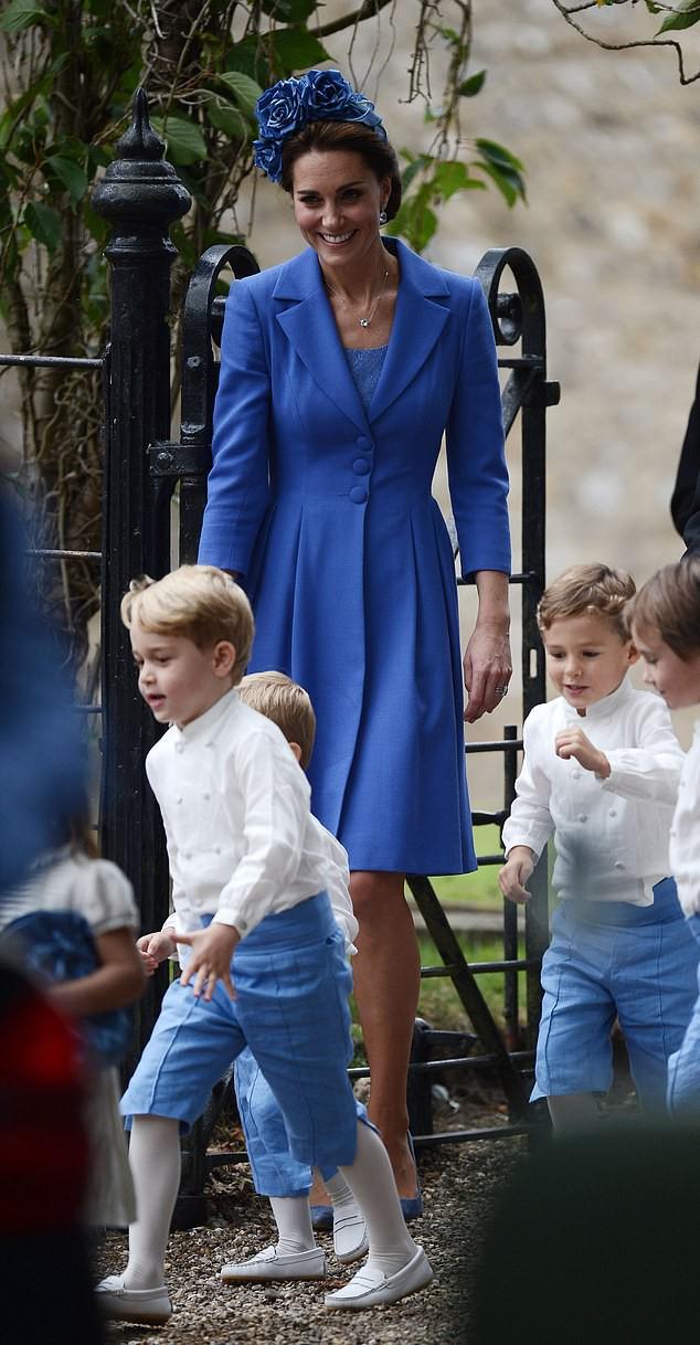 Công nương Kate lại mặc đồ cũ đi ăn cưới: Nghĩa đen là tiết kiệm, nghĩa bóng là tôn trọng cô dâu - Ảnh 1.