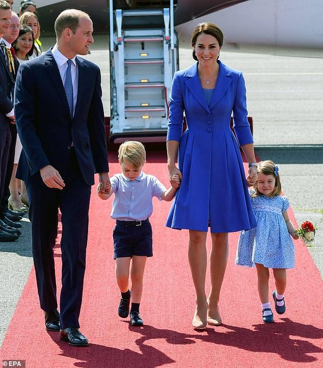 Công nương Kate lại mặc đồ cũ đi ăn cưới: Nghĩa đen là tiết kiệm, nghĩa bóng là tôn trọng cô dâu - Ảnh 3.