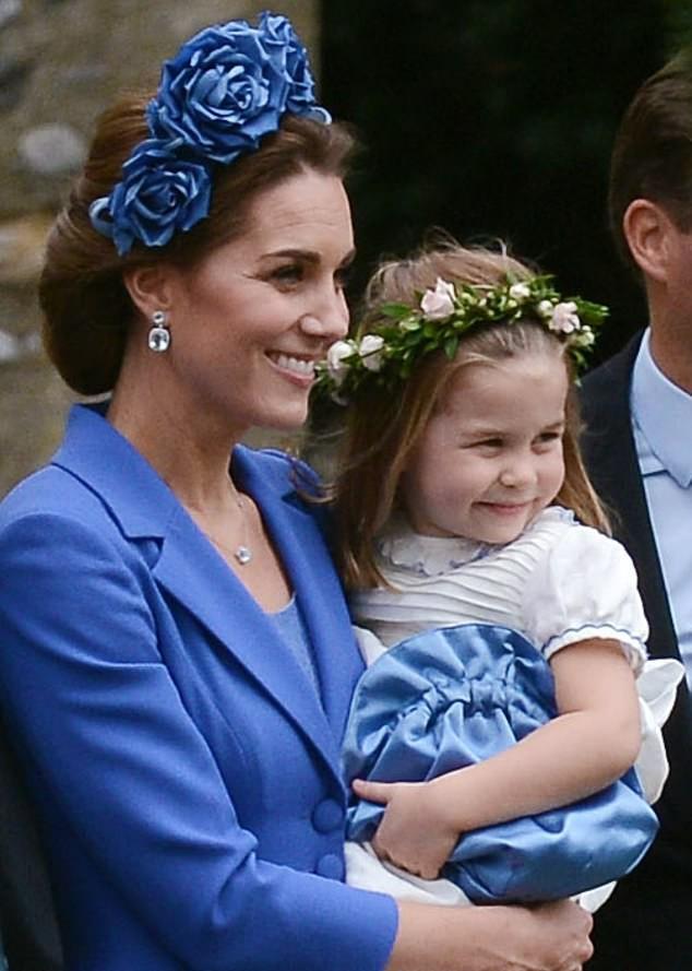 Công nương Kate lại mặc đồ cũ đi ăn cưới: Không hẳn là tiết kiệm mà sâu xa hơn cả là sự tôn trọng cô dâu - Ảnh 2.