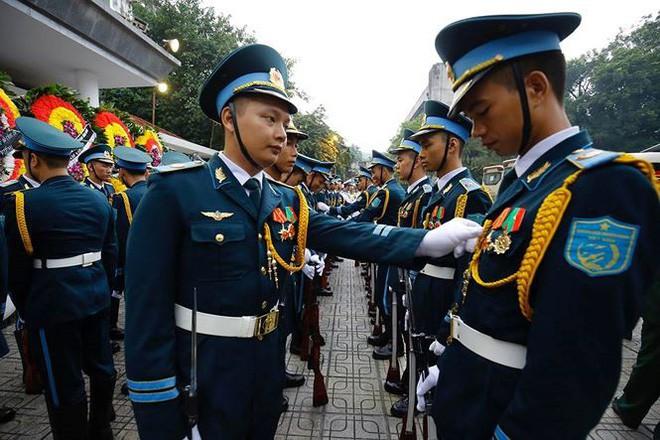 [TRỰC TIẾP] Xe tang đưa linh cữu Chủ tịch nước Trần Đại Quang về quê hương Ninh Bình - Ảnh 49.