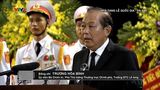 [TRỰC TIẾP] Xe tang đưa linh cữu Chủ tịch nước Trần Đại Quang về quê hương Ninh Bình - Ảnh 48.