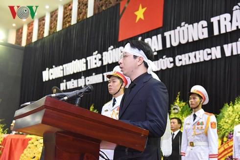 [TRỰC TIẾP] Xe tang đưa linh cữu Chủ tịch nước Trần Đại Quang về quê hương Ninh Bình - Ảnh 44.